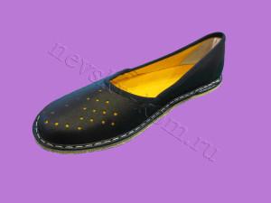 тапочки кожаные черные с псевдоперфорацией